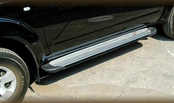 marche pieds budget en aluminium pour pick ups. Black Bedroom Furniture Sets. Home Design Ideas